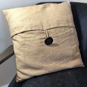 POTTERY BARN 18x18 linen button pillow plus cover